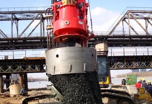 旋挖钻具-2m捞砂斗入强风化凝灰岩