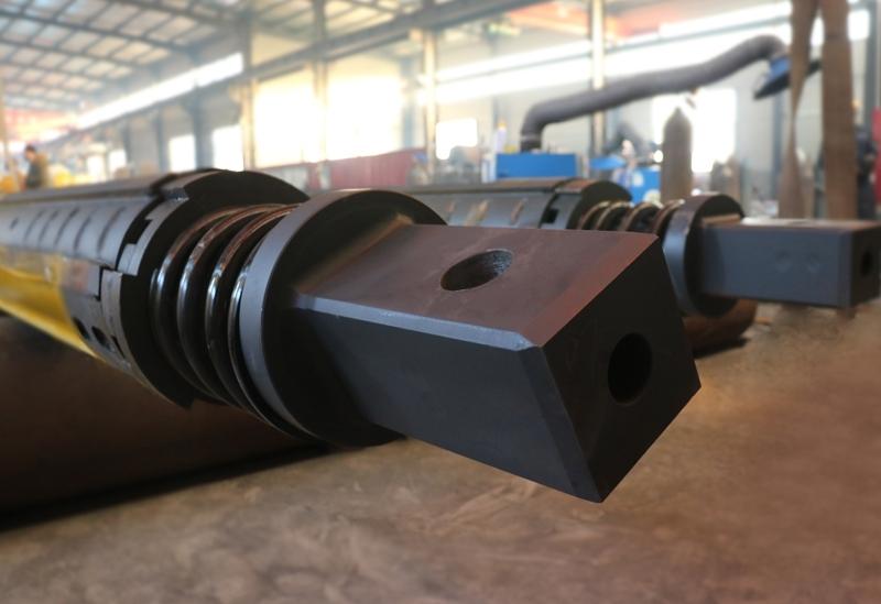 旋挖钻杆由几根不同直径的钢管和内外键组成